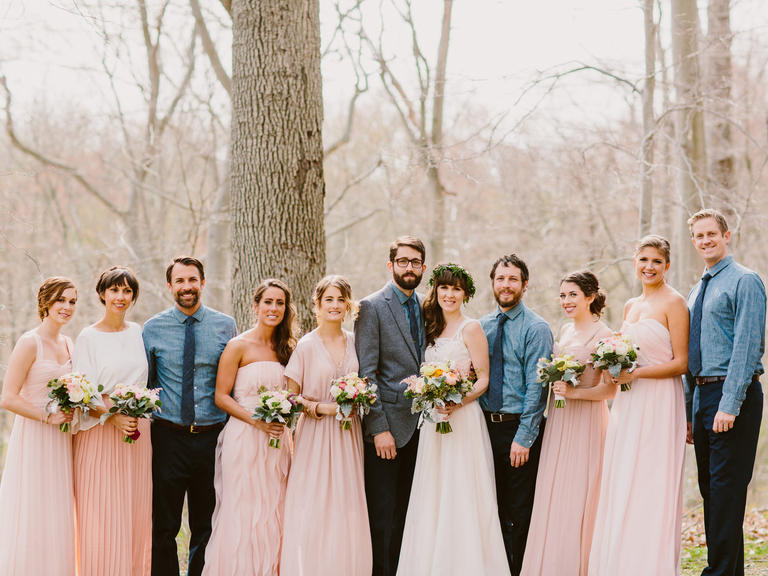 Mismatched dress trend for bridesmaid and groomsmen